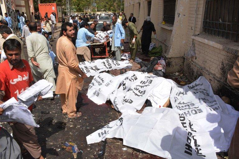 Más de 90 muertos en una violenta explosión en un hospital pakistaní