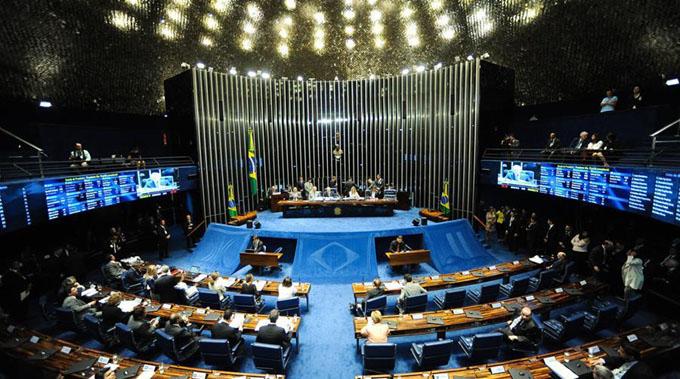 Senado aprueba continuar juicio político a Dilma Rousseff