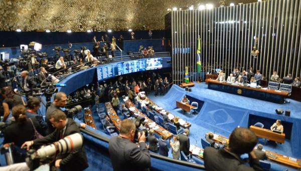 Tensión en Brasil tras el primer día de impeachment a Rousseff