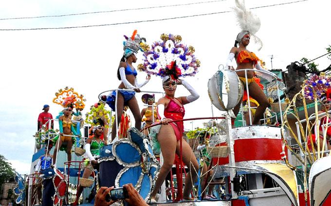 Historia y tradición en los paseos del Carnaval Bayamo 2016 (fotos y videos)
