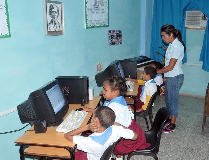 Educación en Granma incrementa y mejora equipamiento audiovisual