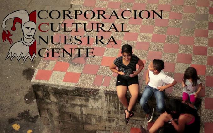 Participa grupo de teatro de Colombia en las Comunitarias de verano