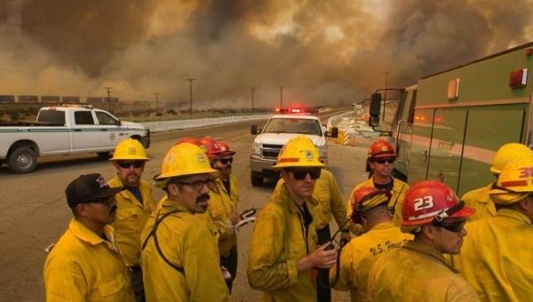 Tornados de fuego devoran miles de hectáreas en EE.UU.