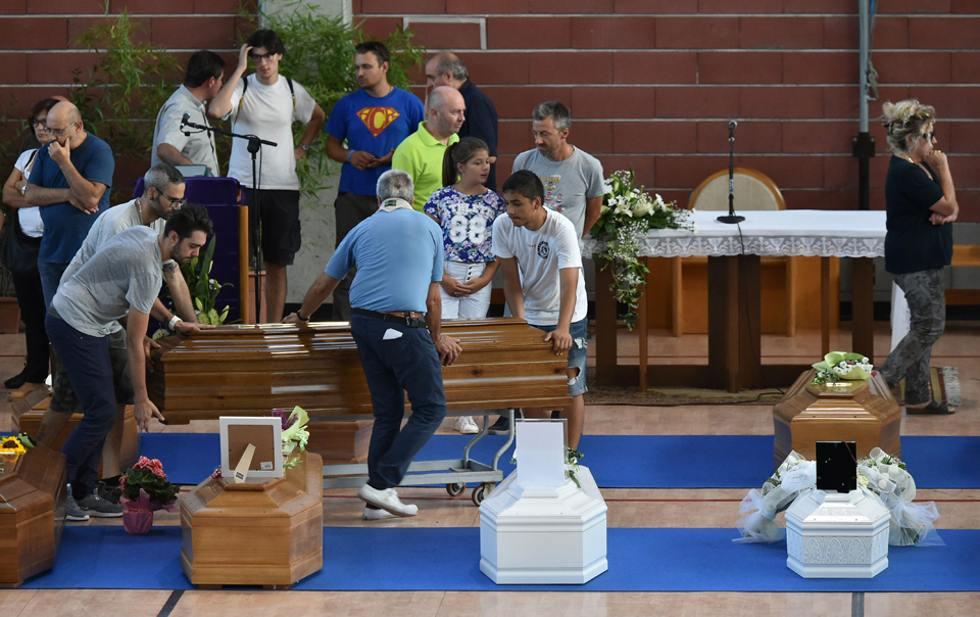 Italia despide a sus muertos por el terremoto (+ fotos)
