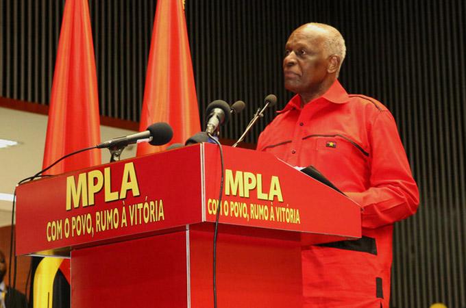 José Eduardo Dos Santos, Angola