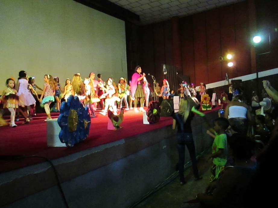 Lidis regala amor en concierto para los manzanilleros