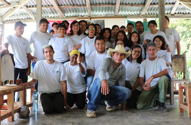 Estudiantes mexicanos junto a especialistas de patrimonios y trabajadores de la Comandancia de La Plata.