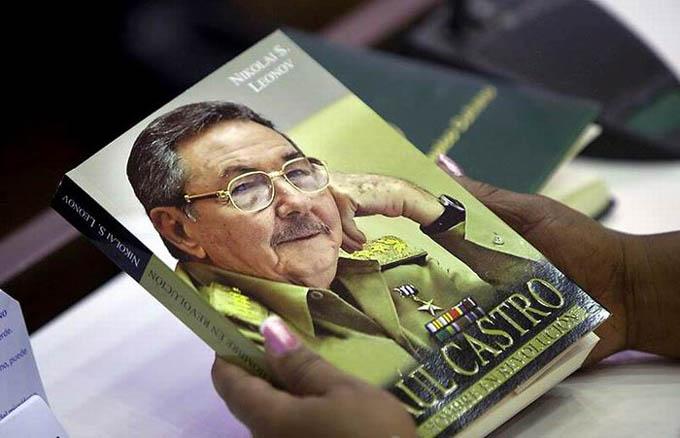 Presentan en China, libro Raúl Castro: un hombre en Revolución