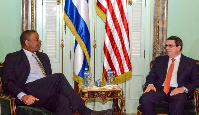 Recibe Canciller cubano a secretario de Transporte de EE.UU.