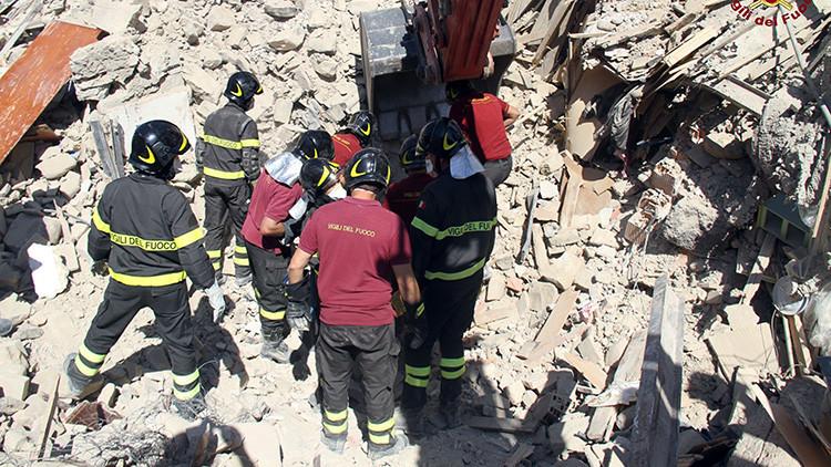 Una niña sacrifica su vida protegiendo a su hermana pequeña bajo los escombros