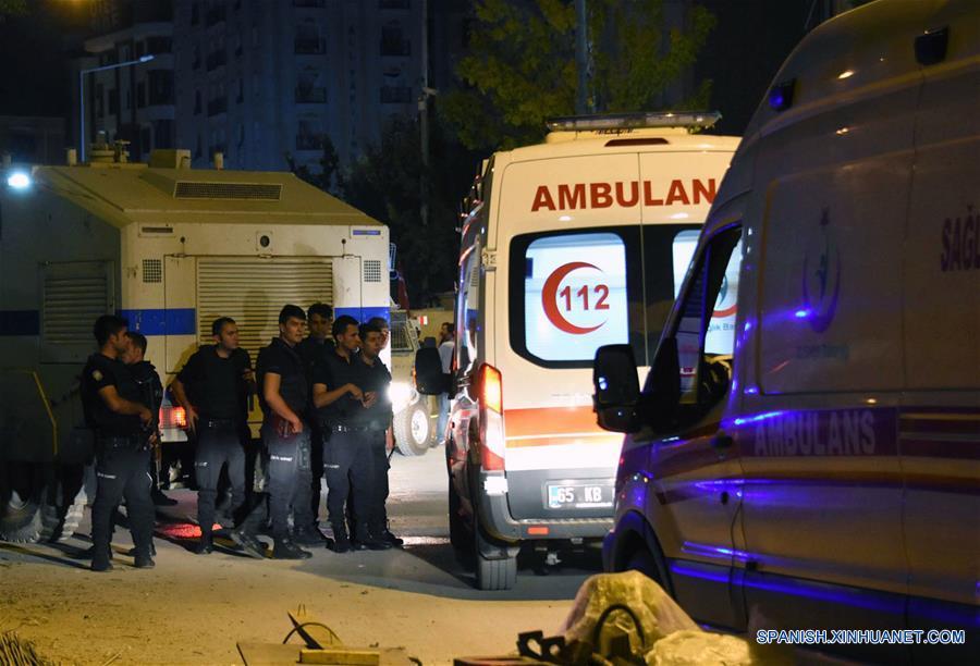 Explosión de coche bomba deja al menos dos muertos y 100 heridos en Turquía