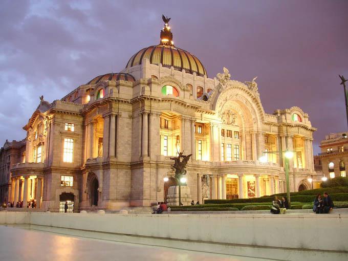 Homenaje a Juan Gabriel en el Palacio de Bellas Artes en México