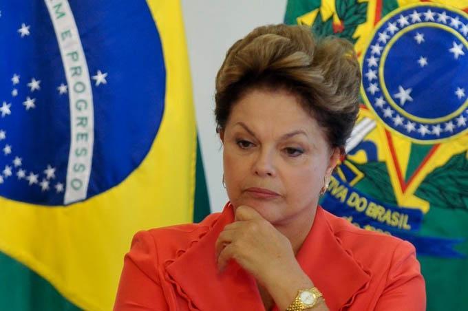 Comisión del Senado brasileño vota por continuar juicio a Dilma