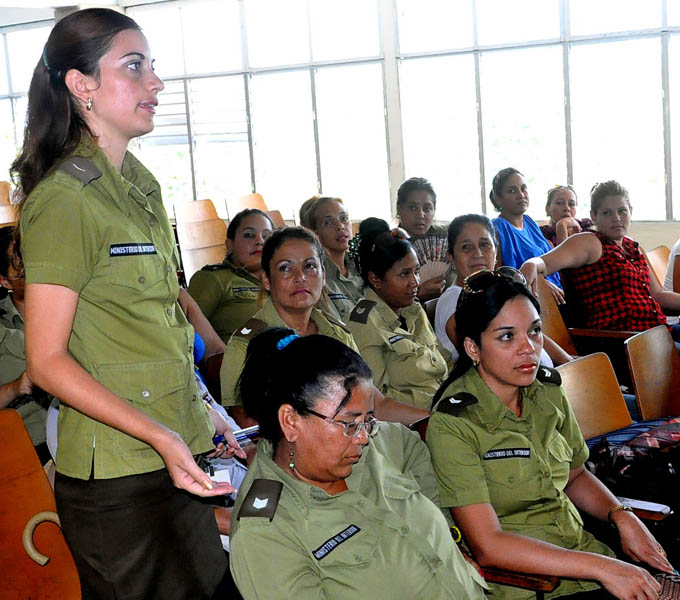 Realiza la FMC encuentro con mujeres combatientes