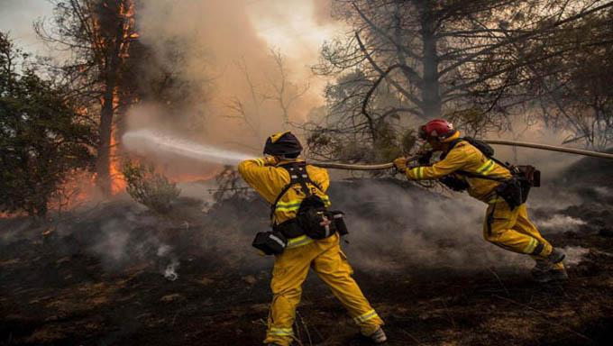 Sin control aún incendio forestal en isla española La Palma