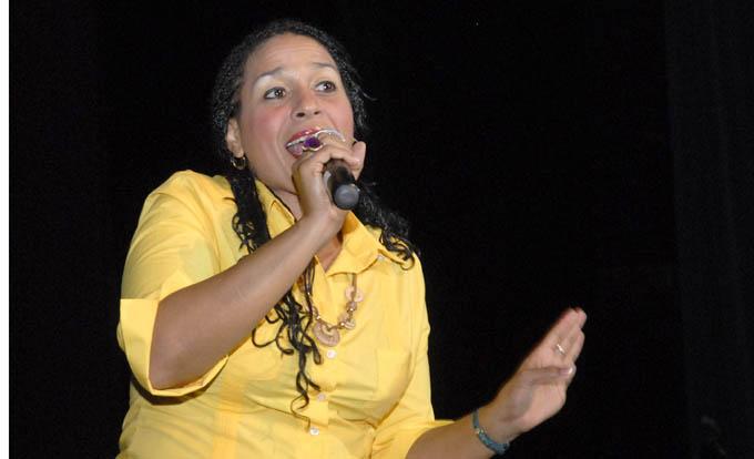 Destaca cantautora Lidis Lamorú cariño del público granmense en sus conciertos