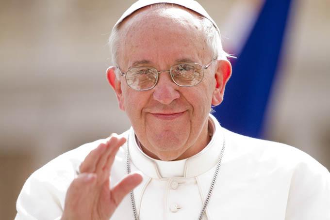 Papa Francisco plantea estudiar cargos diaconales para mujeres