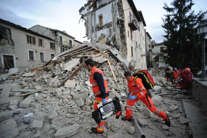 Rescatistas chinos llegan a Italia para asistir a afectados por sismo