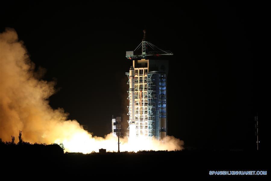 China lanza primer satélite de comunicación cuántica