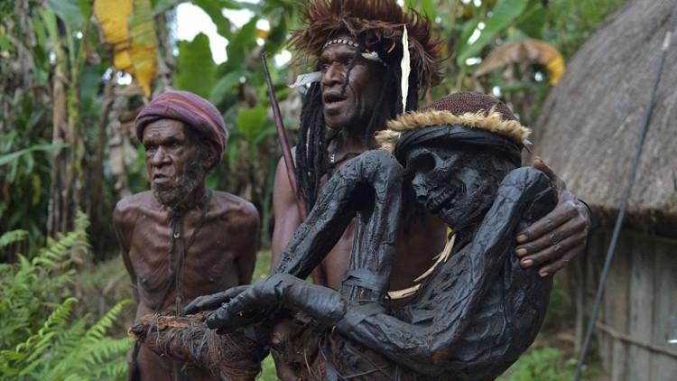 El impactante rito de la momificación con humo de una remota tribu de Papúa Nueva Guinea (+ fotos)