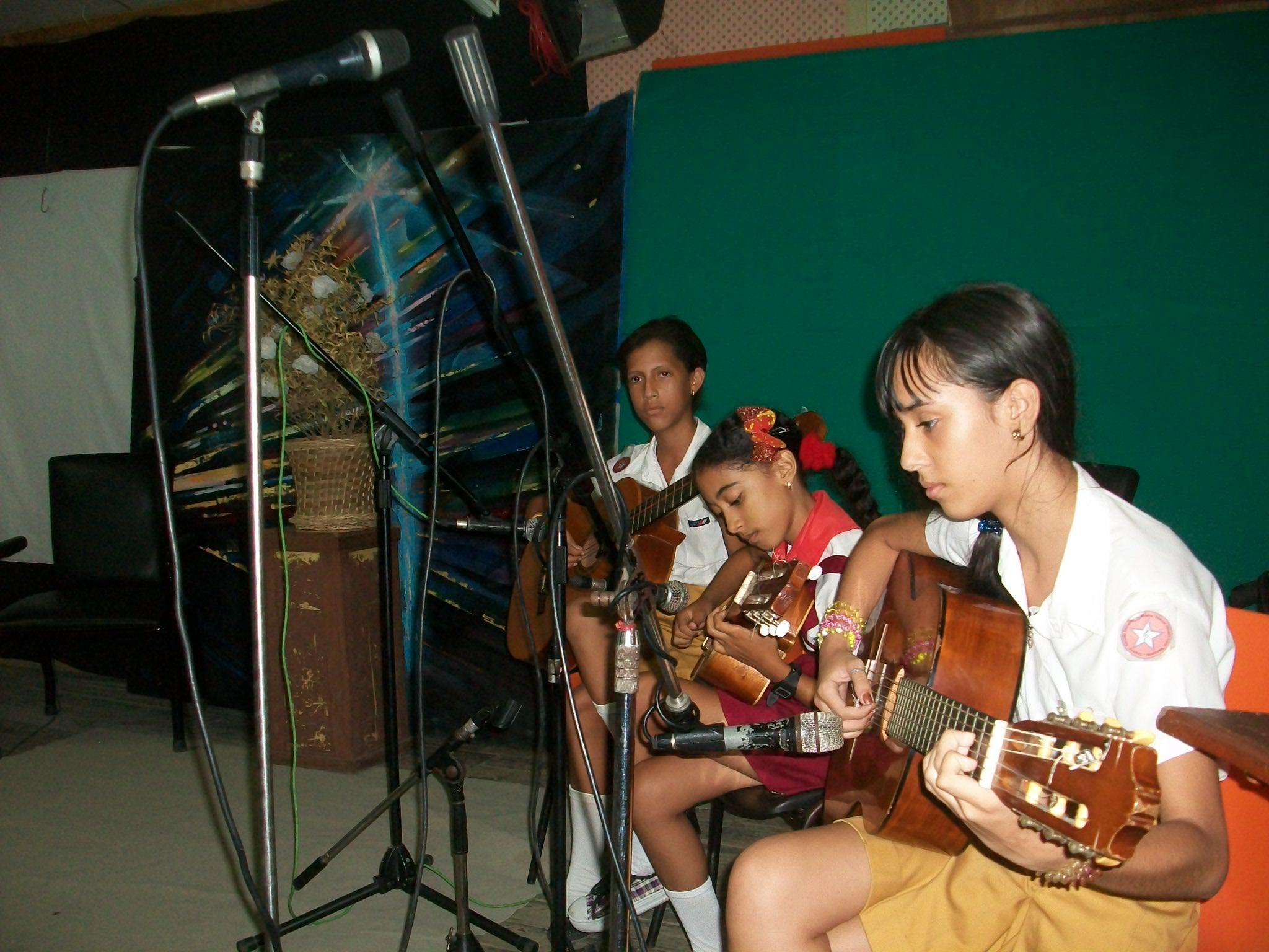 Premian testimonio dedicado a Fidel en festival de la radio manzanillera