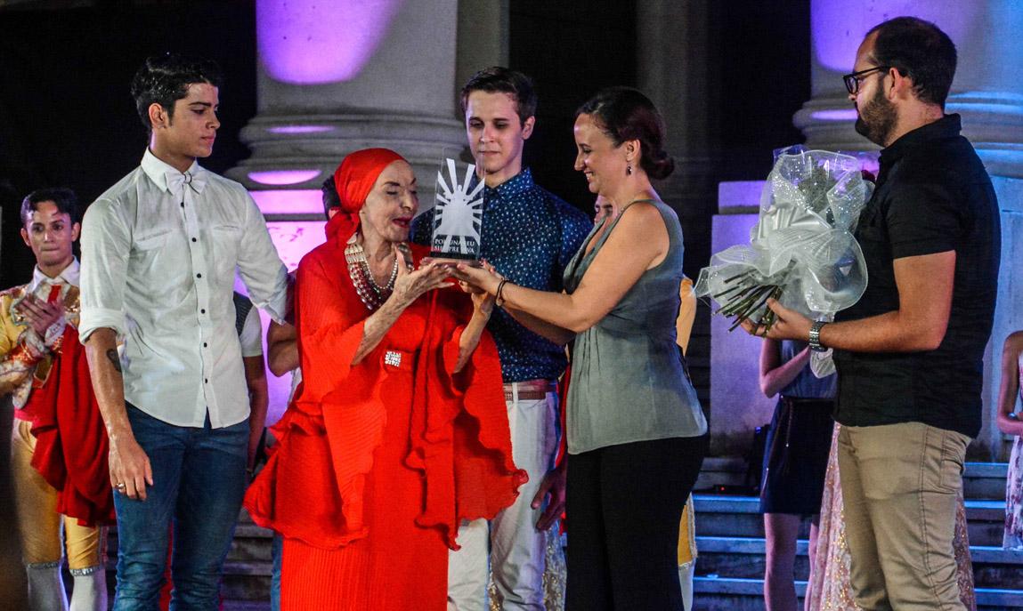 Otorgan a Alicia Alonso el Premio Alma Máter de la FEU