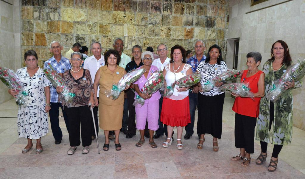 Condecoran a cederistas destacados en Granma