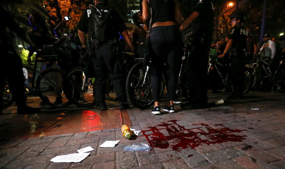 Rige el estado de emergencia en Charlotte tras violentas protestas con varios heridos (+ fotos y videos)