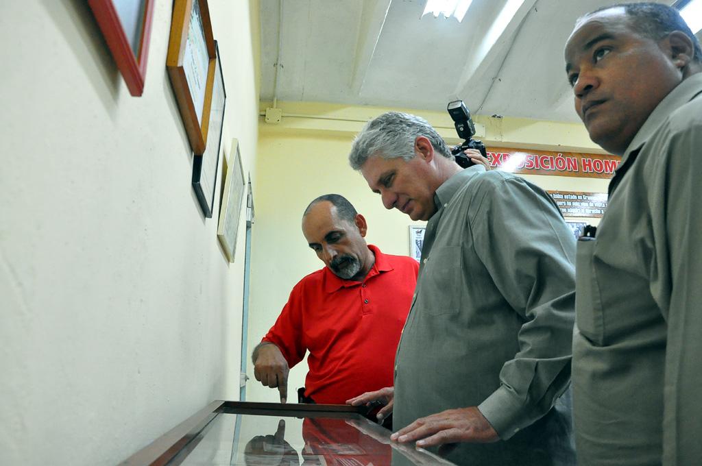 Díaz-Canel en la sala de historia