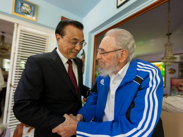 Fraternal encuentro entre el Primer Ministro de la República Popular China y el compañero Fidel (+ fotos)
