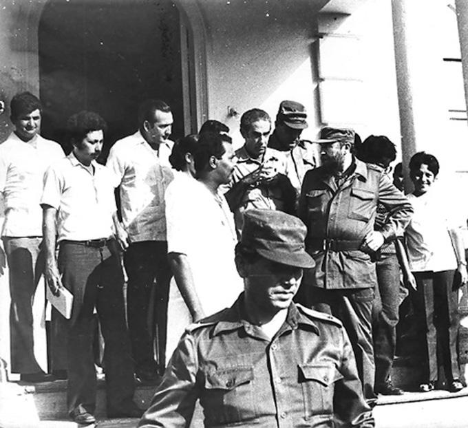 Fidel en hospital Hermanos Cordovés, de ManzanilloFOTO/Raúl Morales