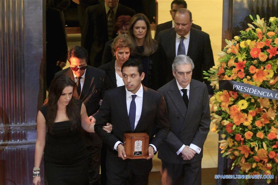 Homenaje a Juan Gabriel 4