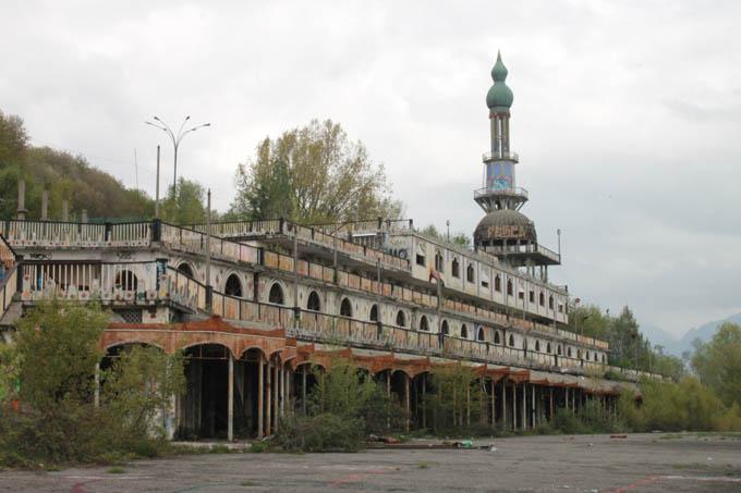 Ciudad fantasma de Italia es sede del Campeonato Mundial de Escondite