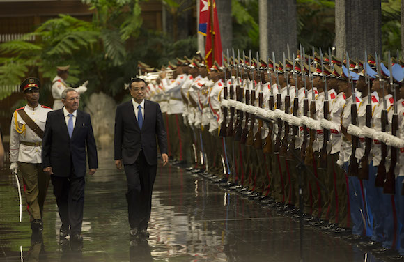 Li Keqiang y Raúl Castro 6