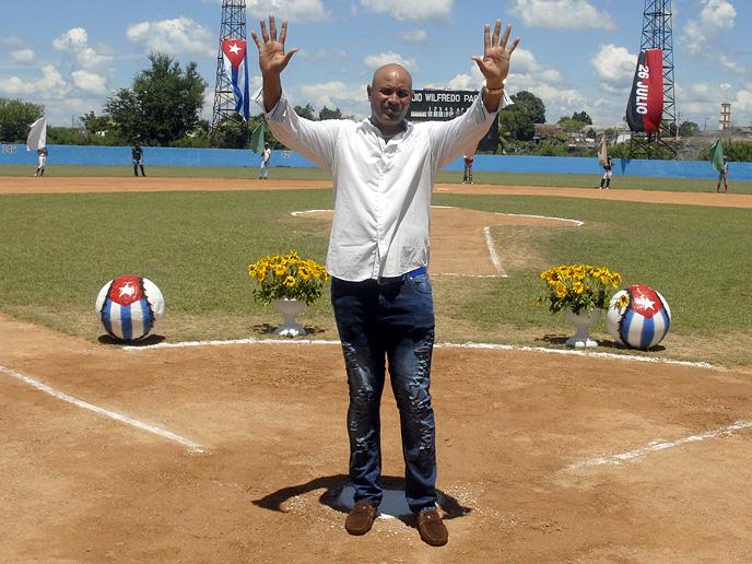 """Luis """"Chicho"""" Ferrales dice adiós al béisbol activo (+ fotos y videos)"""