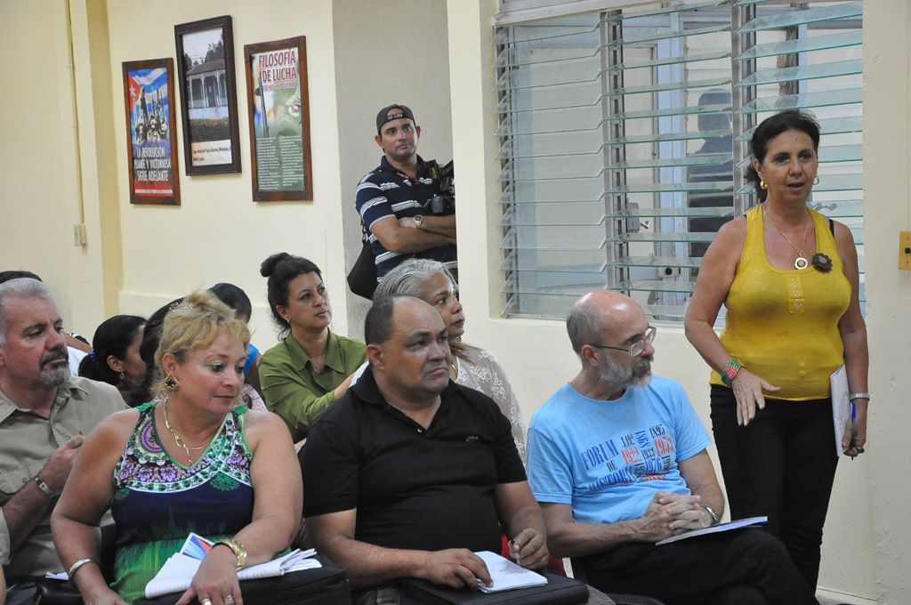 Intercambia Díaz-Canel con profesionales de la prensa y comunicadores sociales en Granma (+ fotos y videos)
