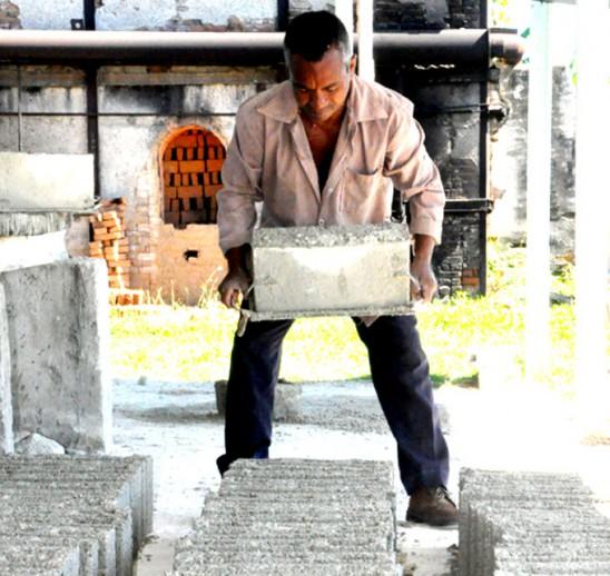 Fabricación de bloques, elemento de alta demanda FOTO/Rafael Martínez Arias