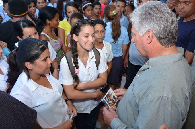 Resalta Díaz- Canel importancia de formación de los estudiantes (+ fotos y video)