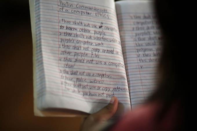 UNESCO alerta que aún hoy 758 millones de adultos no saben leer ni escribir