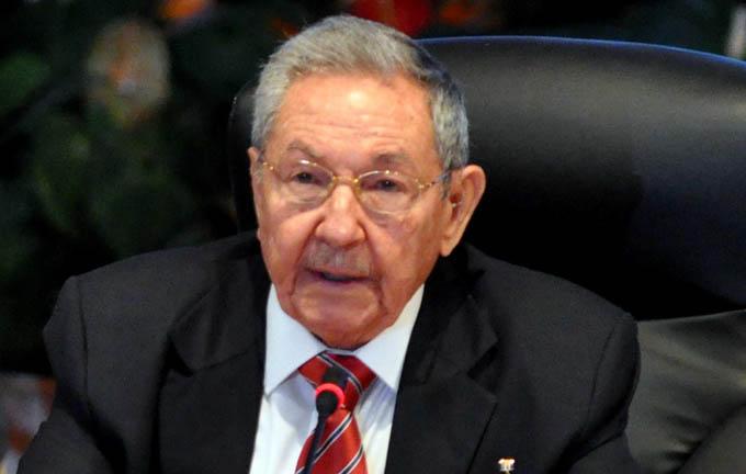 Felicita Raúl Castro a Vietnam por aniversario de independencia