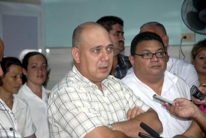Recorre Ministro de Salud Pública institución de Bayamo
