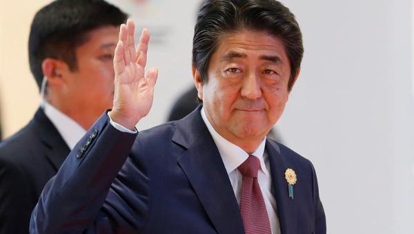 Primer ministro japonés envía mensajes a Fidel y Raúl Castro