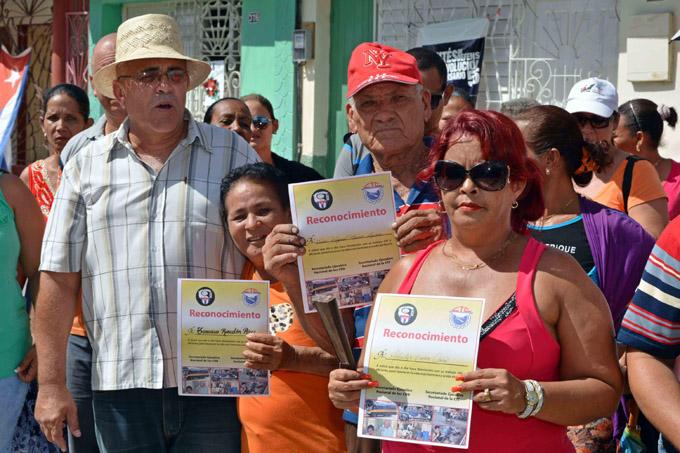 CUBA-GRANMA RECIBEN HOMENAJE TRABAJADORES POR CUENTA PROPIA DE LOS OFICIOS DEL BARRIO