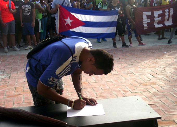 Universitarios de Granma repudian proyecto de ONG estadounidense