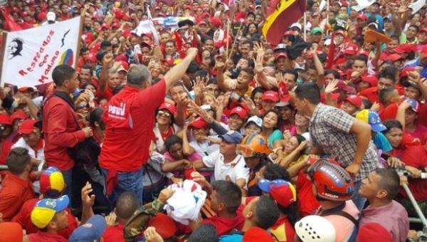 Venezolanos se movilizan en defensa de la paz y contra acciones golpistas de la derecha