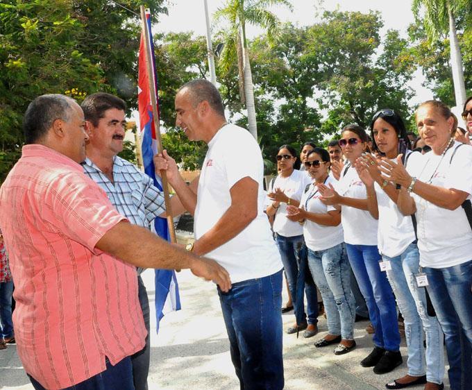 Abanderan contingente pedagógico Fidel entre Nosotros