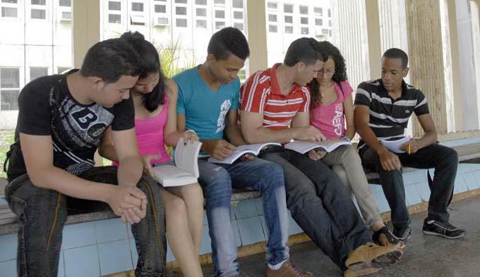 Asciende cifra de plazas otorgadas en la Educación Superior