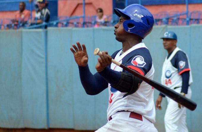 CUBA-VENCE CAMAGÜEY POR KO A LAS TUNAS EN EL PRIMER JUEGO DE LA SERIE NACIONAL DE BÉISBOL