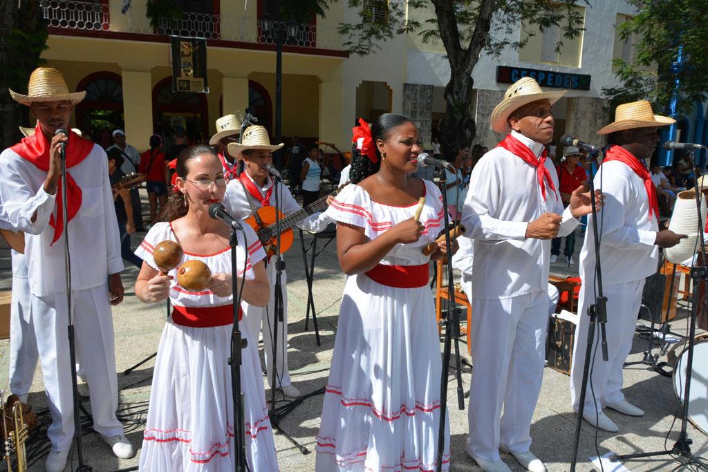 Ritmo y colorido del Ballet folklórico de Camagüey en Bayamo (+ fotos y video)