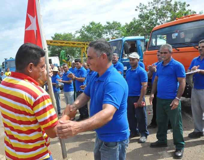 Amauri de la Peña recibe la Bandera NacionalFOTO/Rafael Martínez